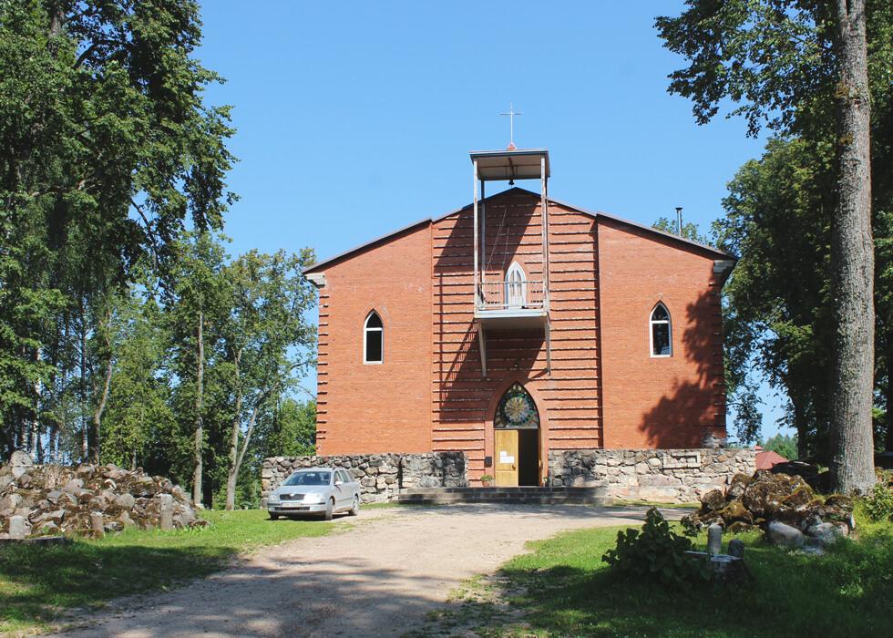 Vecpiebalgas baznīca pagalma fasāde
