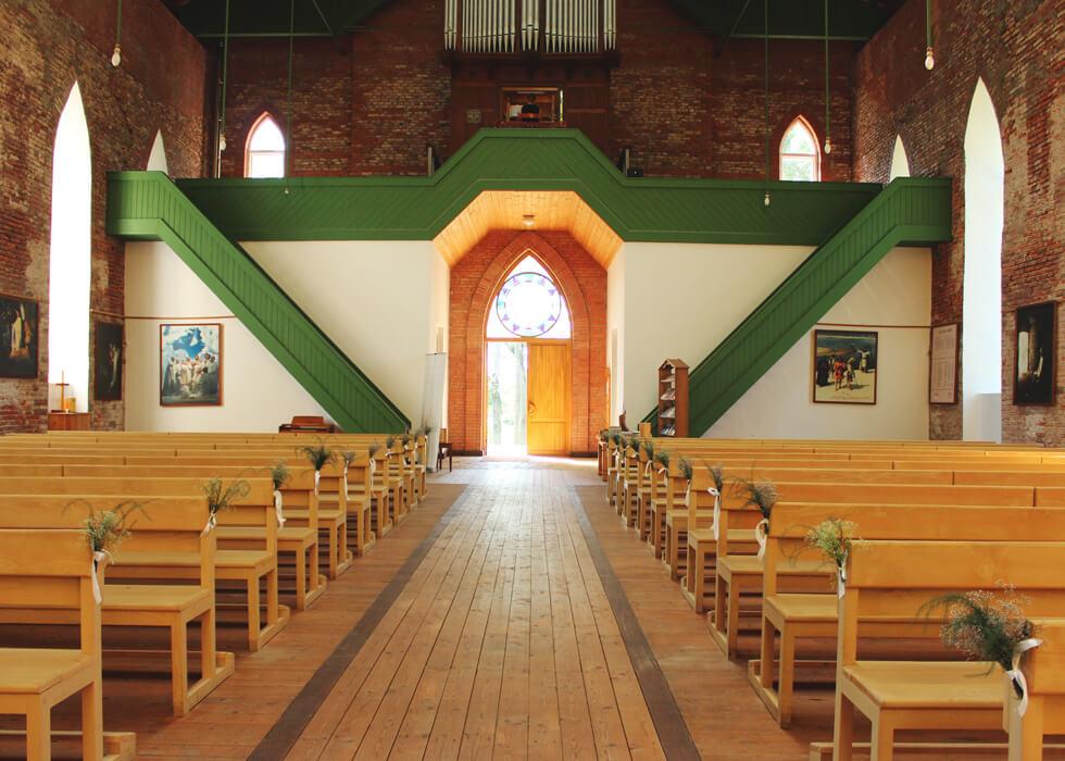 Vecpiebalgas baznīca skats uz ieejas durvīm