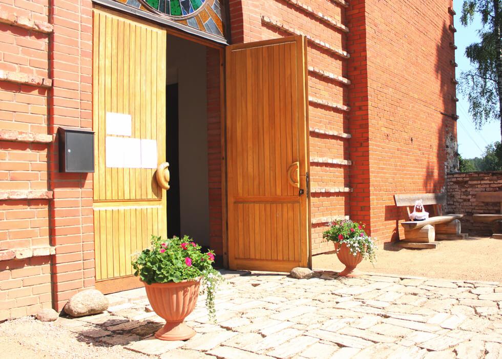 Vecpiebalgas baznīcas parādes durvis
