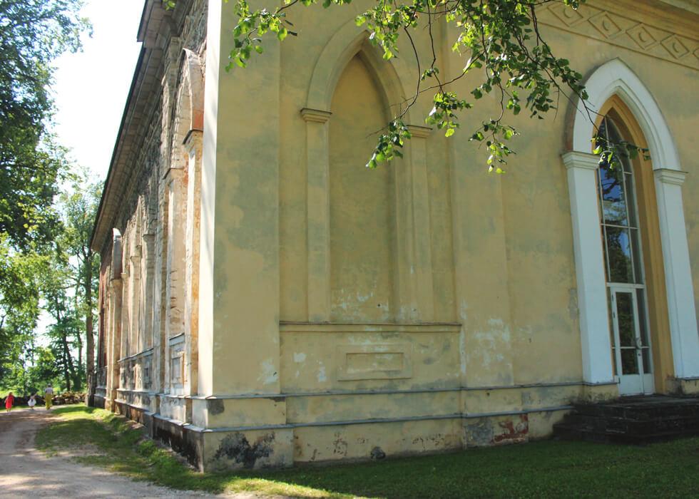 Vecpiebalgas baznīcas fasāde