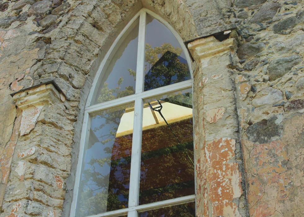 Vecpiebalgas baznīcas logs