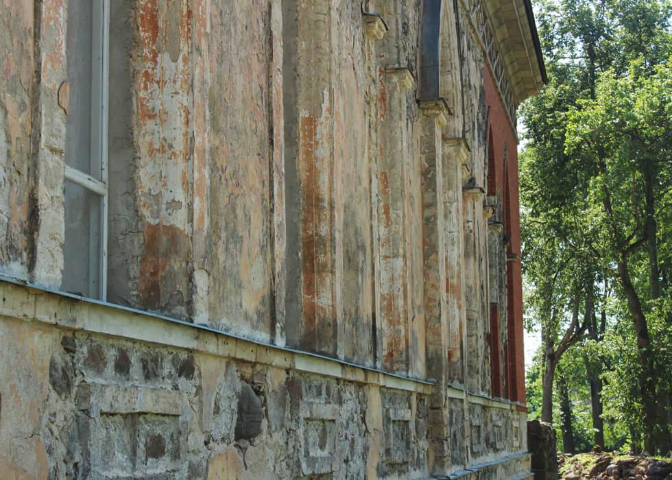 Vecpiebalgas baznīca pagalma skats
